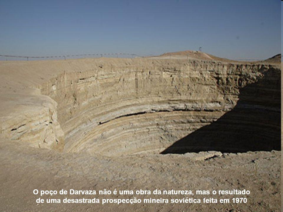 O poço de Darvaza não é uma obra da natureza, mas o resultado de uma desastrada prospecção mineira soviética feita em 1970