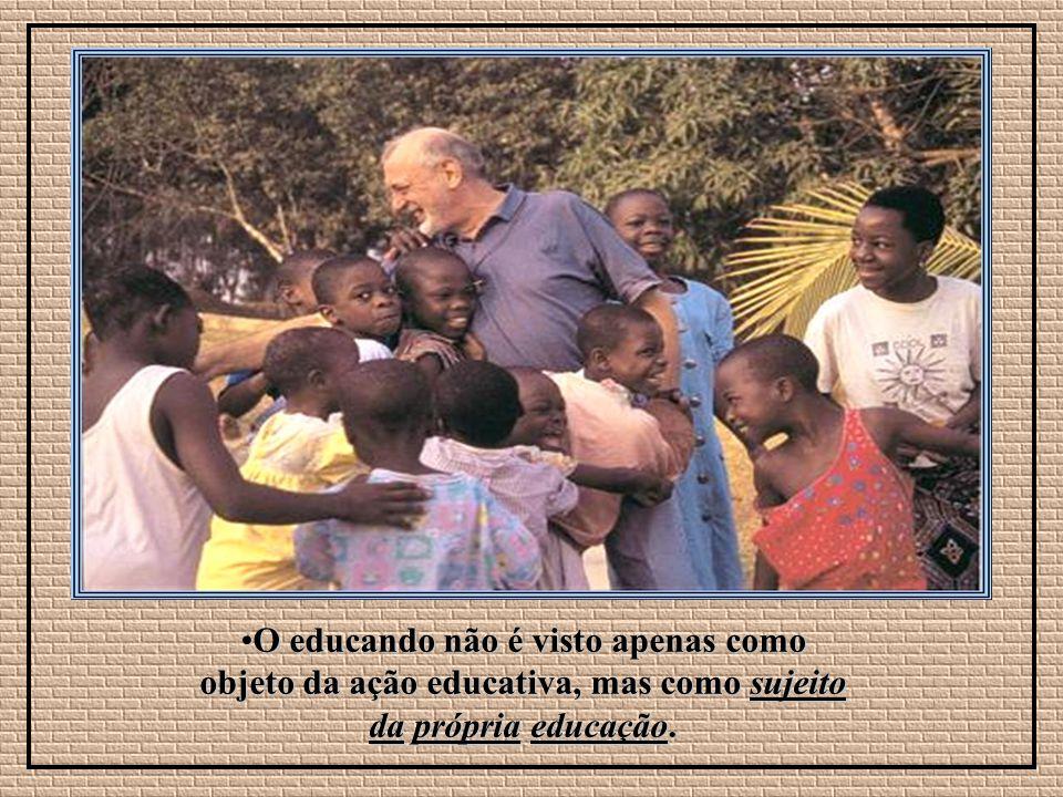 O educando não é visto apenas como objeto da ação educativa, mas como sujeito da própria educação.O educando não é visto apenas como objeto da ação educativa, mas como sujeito da própria educação.