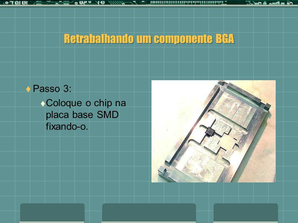 Retrabalhando um componente BGA Passo 2: Remova-o com uma pinça.