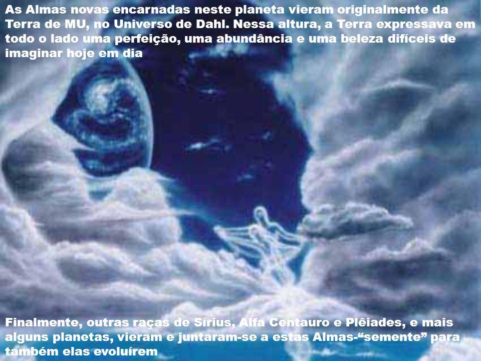 A cerca de 4 500 000 anos a.C., o Arcanjo Miguel, com a sua equipe de anjos da Chama Azul e muitos seres do Reino de Luz, com a bênção do Pai-Mãe-Deus