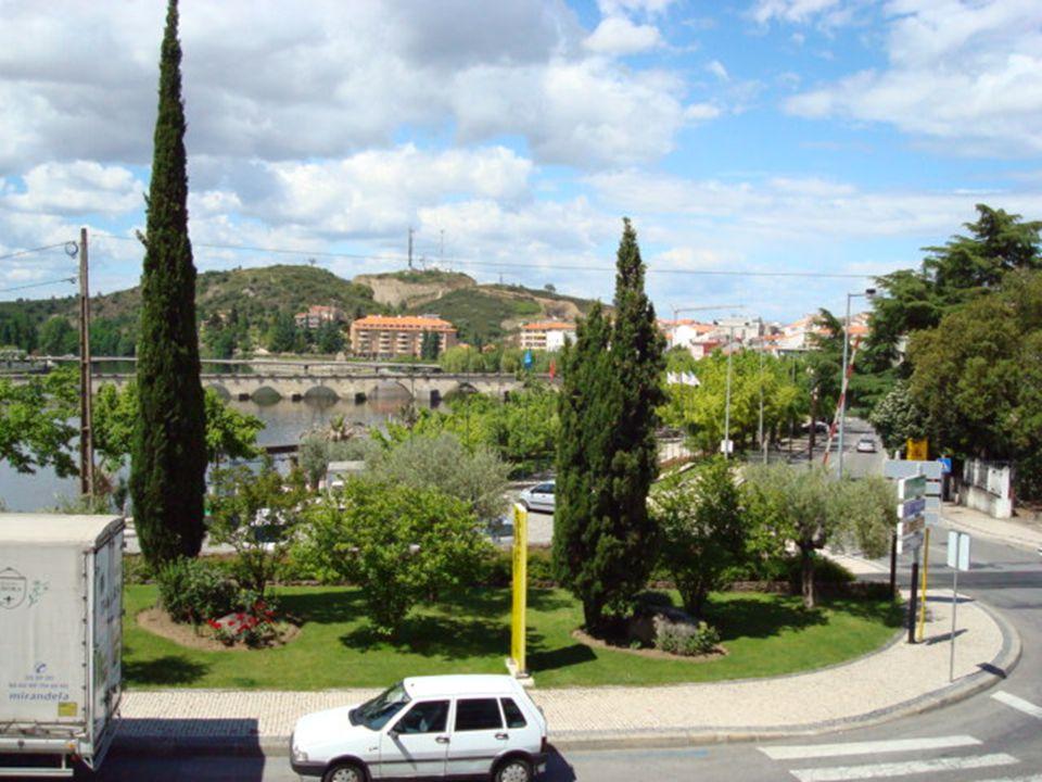 Mirandela, cidade de origem romana, deve o seu nome ao rei D. Diniz