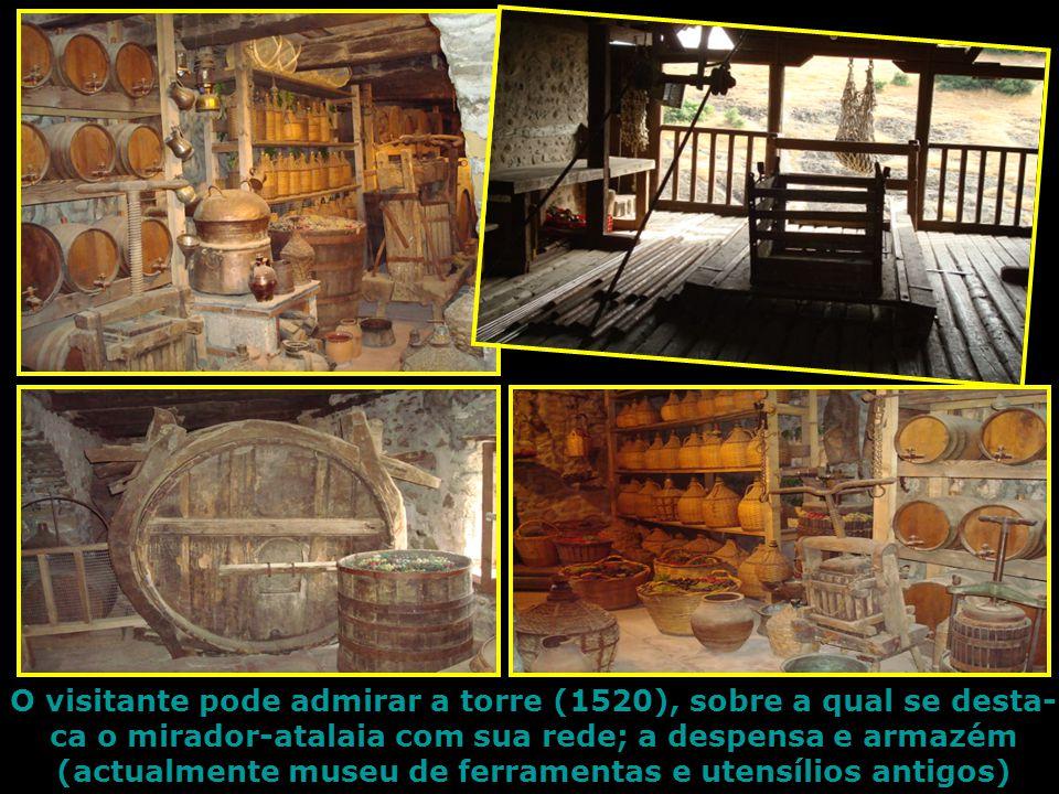 A entrada no Mosteiro do Grande Meteoro é feita por estreitos túneis e íngremes escadarias escavadas na rocha