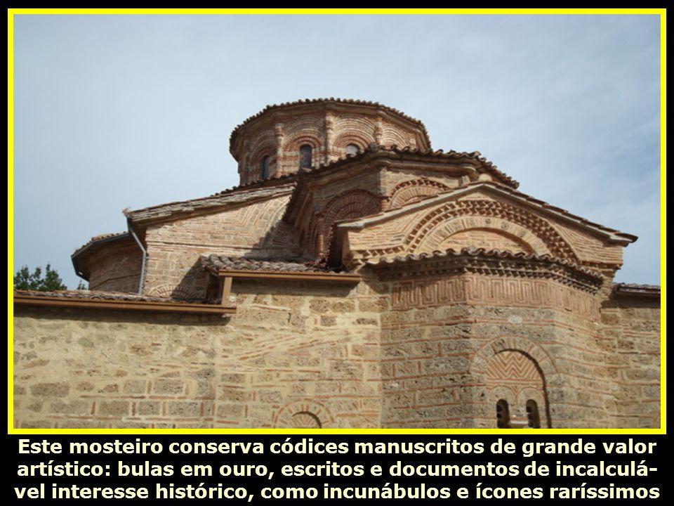 O Santuário principal, com frescos de excelente técnica bizan- tina (1483-1522) com o seu altar (1557). Possui, ainda, um museu que alberga o tesouro