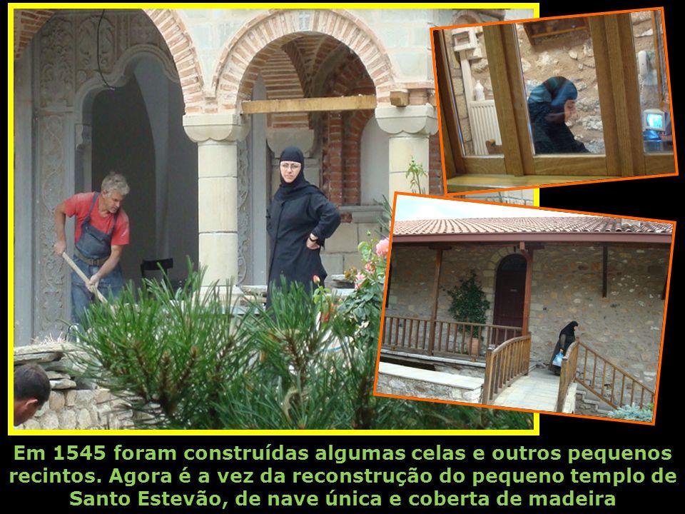 O início da vida monástica presume-se que teve lugar em 1192. A sua actual comunidade desenvolve um admirável trabalho de construção e restauração daq