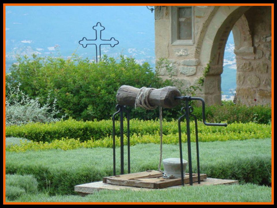 O mosteiro de Santo Estevão contribuiu para a independência da Grécia (foi sede do Estado Maior durante a Guerra Macedó- nia) assim como elevou a educ
