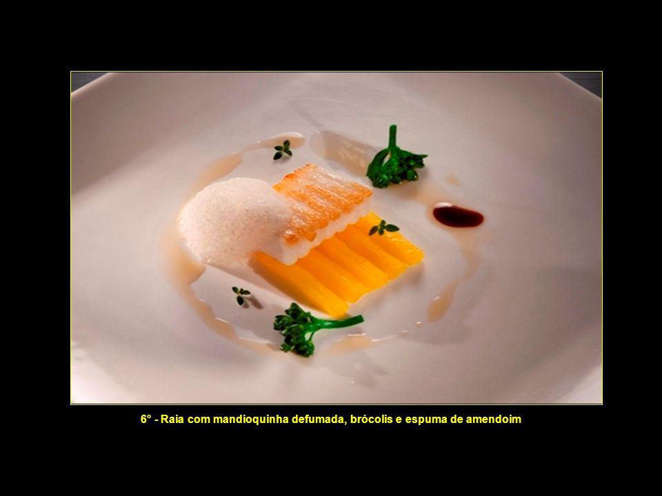 5° - Moqueca de camarão, farofa e creme de castanhas