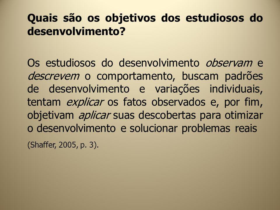 Quais são os objetivos dos estudiosos do desenvolvimento? Os estudiosos do desenvolvimento observam e descrevem o comportamento, buscam padrões de des