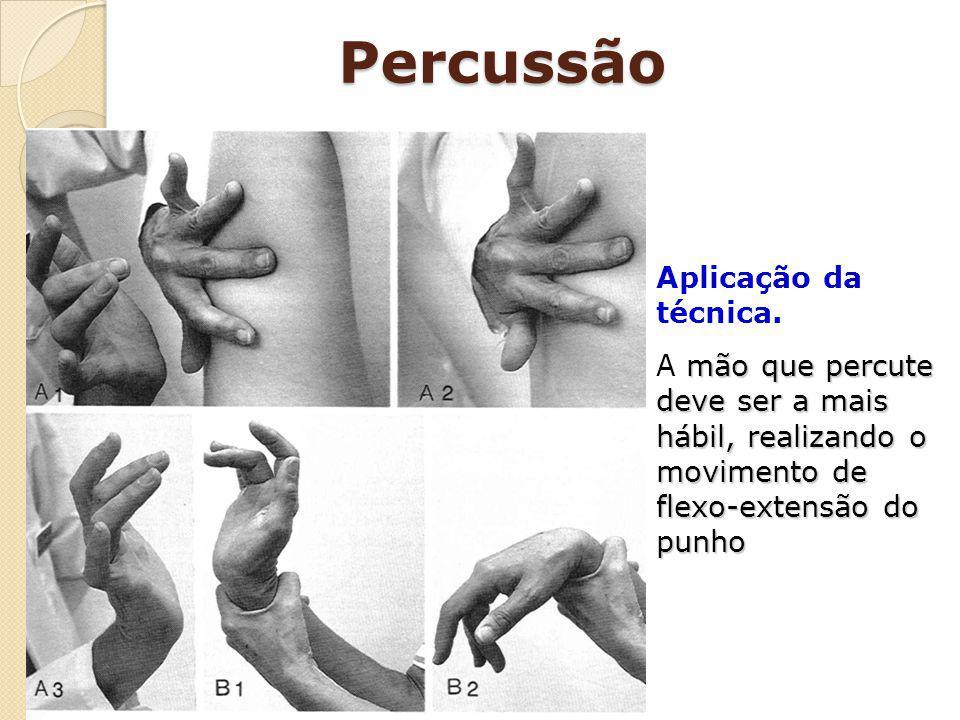 Percussão Aplicação da técnica. mão que percute deve ser a mais hábil, realizando o movimento de flexo-extensão do punho A mão que percute deve ser a