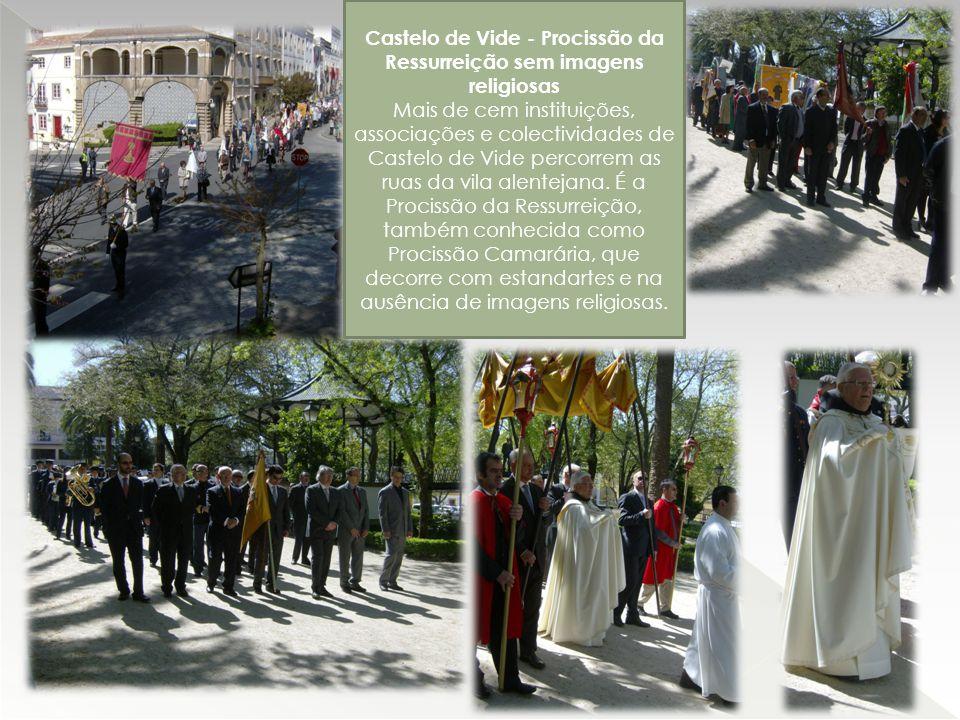 Castelo de Vide - Procissão da Ressurreição sem imagens religiosas Mais de cem instituições, associações e colectividades de Castelo de Vide percorrem as ruas da vila alentejana.