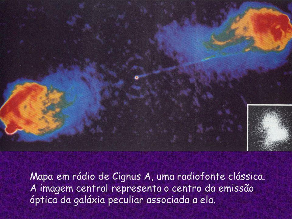 Mapa em rádio de Cignus A, uma radiofonte clássica. A imagem central representa o centro da emissão óptica da galáxia peculiar associada a ela.