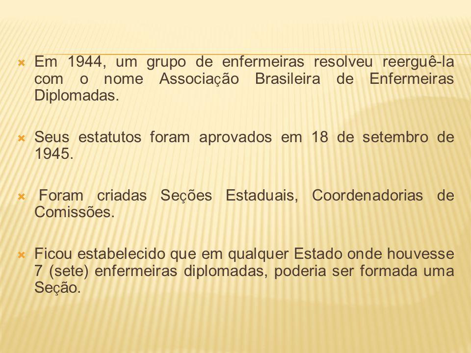 Em 1944, um grupo de enfermeiras resolveu reerguê-la com o nome Associa ç ão Brasileira de Enfermeiras Diplomadas. Seus estatutos foram aprovados em 1