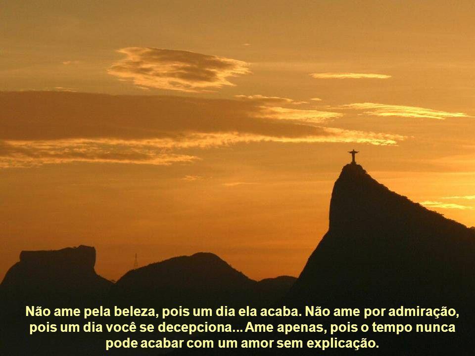 O CRISTO REDENTOR foi considerado uma das novas sete maravilhas do mundo. Sem dúvida alguma o maravilhoso cenário do Rio de Janeiro contribuiu decisiv