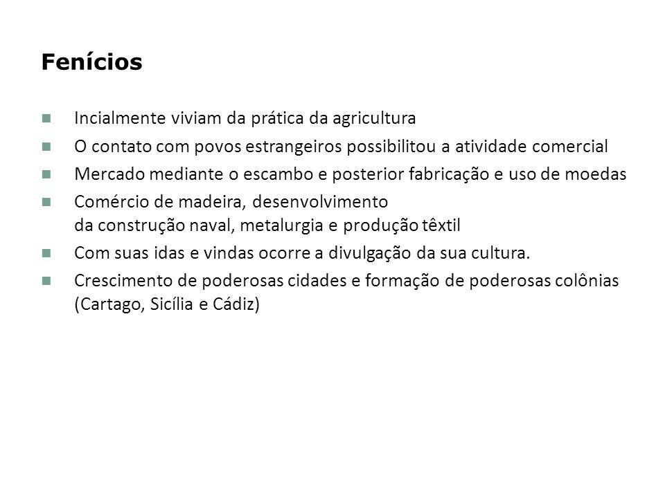 Fenícios Incialmente viviam da prática da agricultura O contato com povos estrangeiros possibilitou a atividade comercial Mercado mediante o escambo e