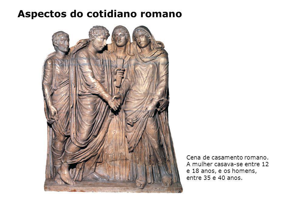 Aspectos do cotidiano romano Cena de casamento romano. A mulher casava-se entre 12 e 18 anos, e os homens, entre 35 e 40 anos.