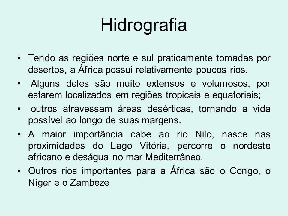 Hidrografia Tendo as regiões norte e sul praticamente tomadas por desertos, a África possui relativamente poucos rios. Alguns deles são muito extensos