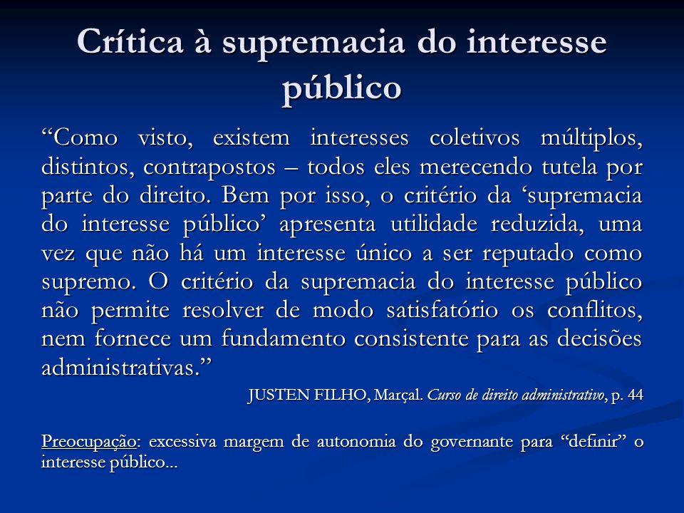Crítica à supremacia do interesse público Como visto, existem interesses coletivos múltiplos, distintos, contrapostos – todos eles merecendo tutela po