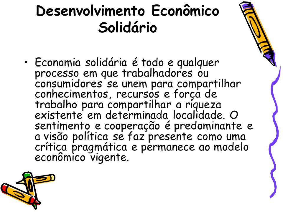 Desenvolvimento Econômico Solidário Economia solidária é todo e qualquer processo em que trabalhadores ou consumidores se unem para compartilhar conhecimentos, recursos e força de trabalho para compartilhar a riqueza existente em determinada localidade.