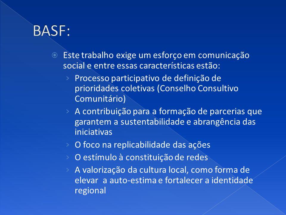 Este trabalho exige um esforço em comunicação social e entre essas características estão: Processo participativo de definição de prioridades coletivas