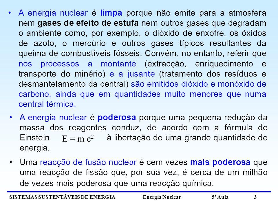 SISTEMAS SUSTENTÁVEIS DE ENERGIA Energia Nuclear 5ª Aula 3 A energia nuclear é poderosa porque uma pequena redução da massa dos reagentes conduz, de acordo com a fórmula de Einstein à libertação de uma grande quantidade de energia.