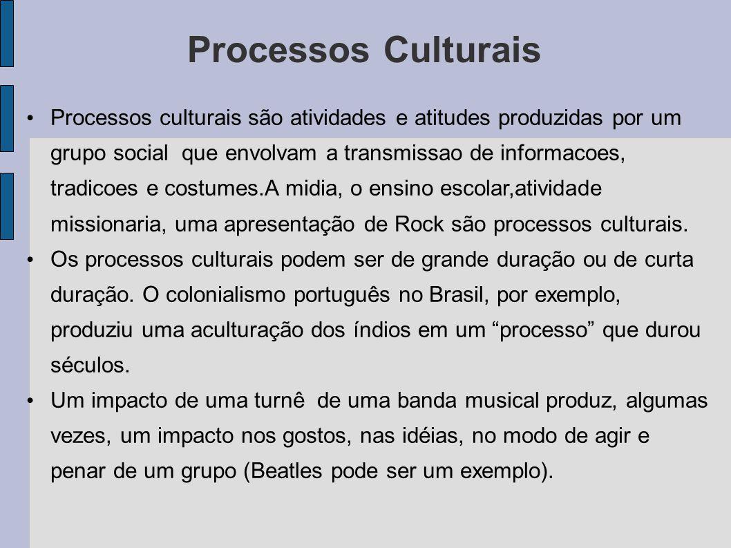 Processos Culturais Processos culturais são atividades e atitudes produzidas por um grupo social que envolvam a transmissao de informacoes, tradicoes e costumes.A midia, o ensino escolar,atividade missionaria, uma apresentação de Rock são processos culturais.