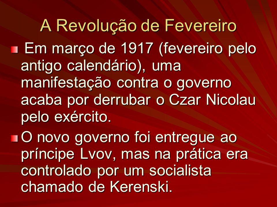 A Revolução de Fevereiro Em março de 1917 (fevereiro pelo antigo calendário), uma manifestação contra o governo acaba por derrubar o Czar Nicolau pelo exército.