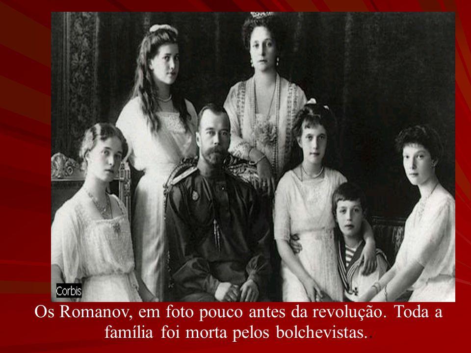 Os Romanov, em foto pouco antes da revolução. Toda a família foi morta pelos bolchevistas..