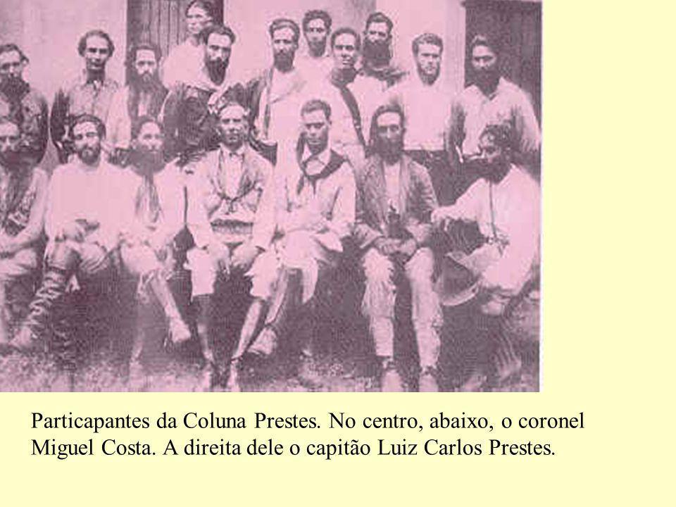 Particapantes da Coluna Prestes.No centro, abaixo, o coronel Miguel Costa.