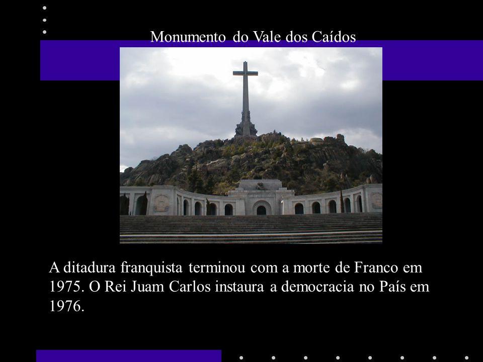 Monumento do Vale dos Caídos A ditadura franquista terminou com a morte de Franco em 1975. O Rei Juam Carlos instaura a democracia no País em 1976.