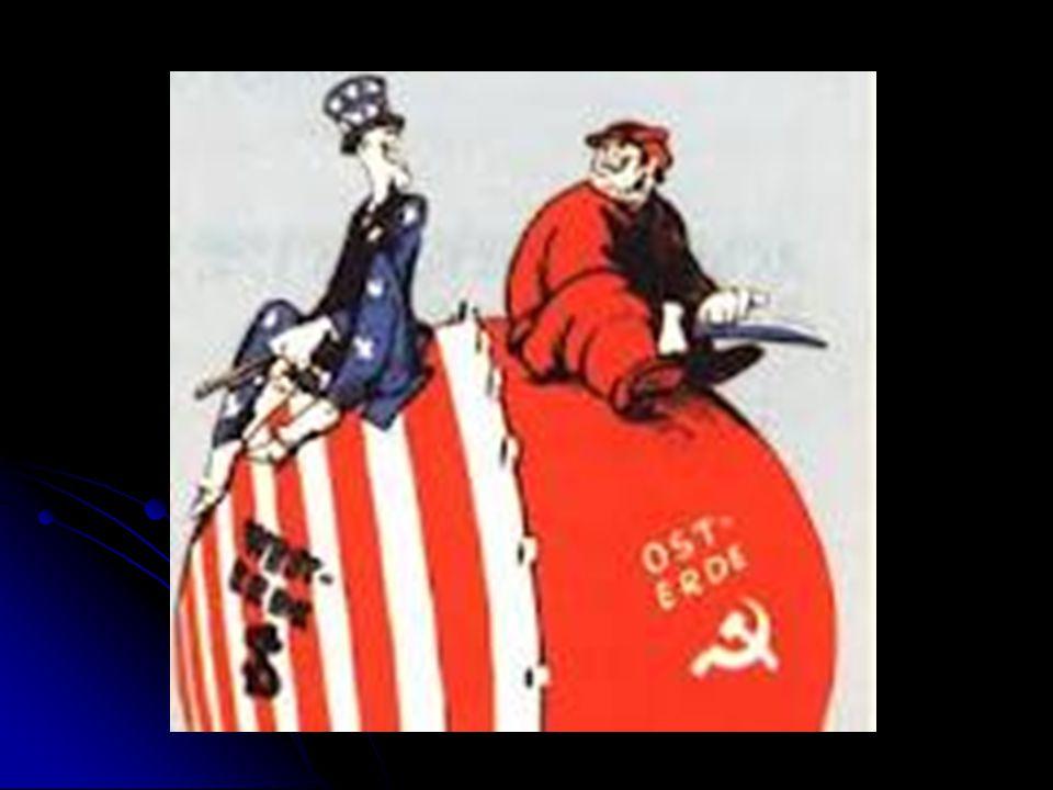 A Crise do Socialismo A era Gorbatchev e o fim do Socialismo Em 1985, Mikhail Gorbatchev chegou ao poder na União Soviética, dando início a uma série de reformas estruturais, como: Em 1985, Mikhail Gorbatchev chegou ao poder na União Soviética, dando início a uma série de reformas estruturais, como: Assinatura de acordos de desarmamentos; Assinatura de acordos de desarmamentos; Eliminação de alguns entraves à liberdade de expressão e de informação.