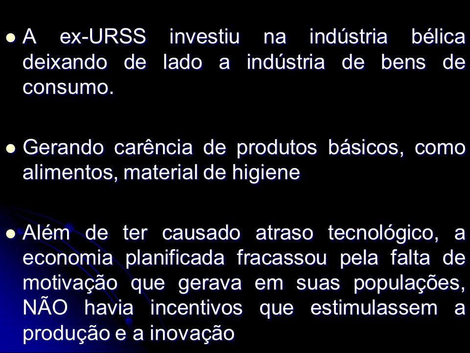 A ex-URSS investiu na indústria bélica deixando de lado a indústria de bens de consumo. A ex-URSS investiu na indústria bélica deixando de lado a indú