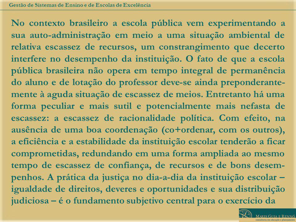 No contexto brasileiro a escola pública vem experimentando a sua auto-administração em meio a uma situação ambiental de relativa escassez de recursos, um constrangimento que decerto interfere no desempenho da instituição.