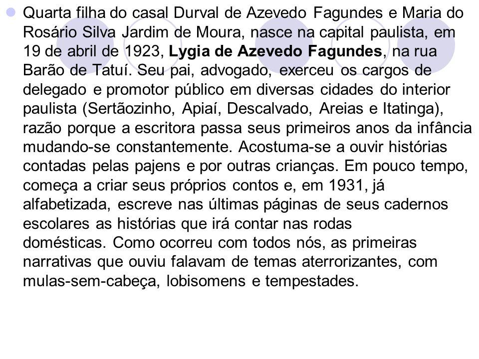Quarta filha do casal Durval de Azevedo Fagundes e Maria do Rosário Silva Jardim de Moura, nasce na capital paulista, em 19 de abril de 1923, Lygia de