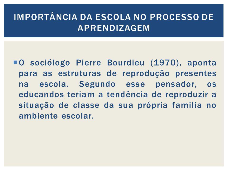 O sociólogo Pierre Bourdieu (1970), aponta para as estruturas de reprodução presentes na escola. Segundo esse pensador, os educandos teriam a tendênci