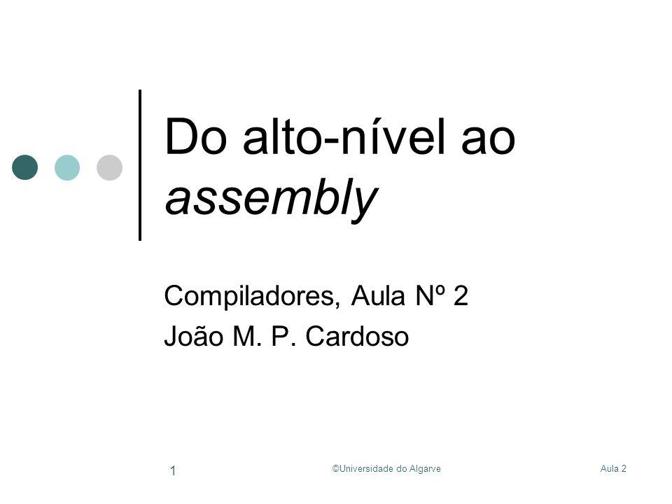Aula 2©Universidade do Algarve 12 Do alto-nível ao assembly Exemplo com estrutura local (optimizado): typedef struct { int x, y, z; } foo; fun() { foo *p; p->x = p->y + p->z; } fun:addi$sp, $sp, -16 … lw$t2, 8($sp) lw$t3, 12($sp) add$t3, $t2, $t3 sw$t3, 4($sp) … addi$sp, $sp, 16 … Reserva espaço na pilha liberta espaço na pilha Load p->y Load p->z p->y + p->z store em p->x Memória z y x p
