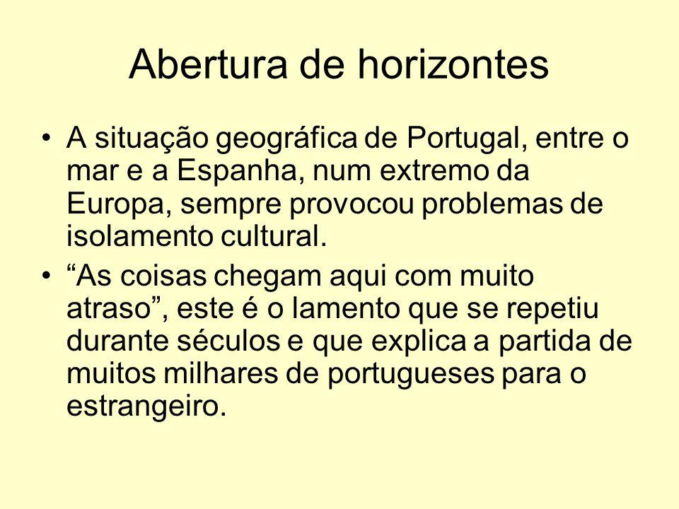 Abertura de horizontes A situação geográfica de Portugal, entre o mar e a Espanha, num extremo da Europa, sempre provocou problemas de isolamento cultural.