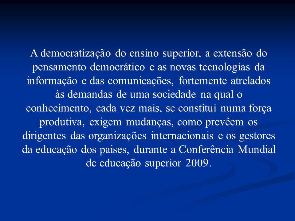 A democratização do ensino superior, a extensão do pensamento democrático e as novas tecnologias da informação e das comunicações, fortemente atrelado