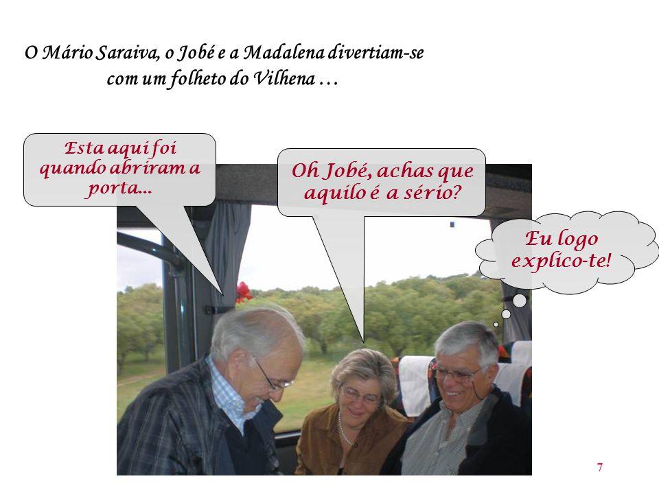 7 O Mário Saraiva, o Jobé e a Madalena divertiam-se com um folheto do Vilhena … Esta aqui foi quando abriram a porta...