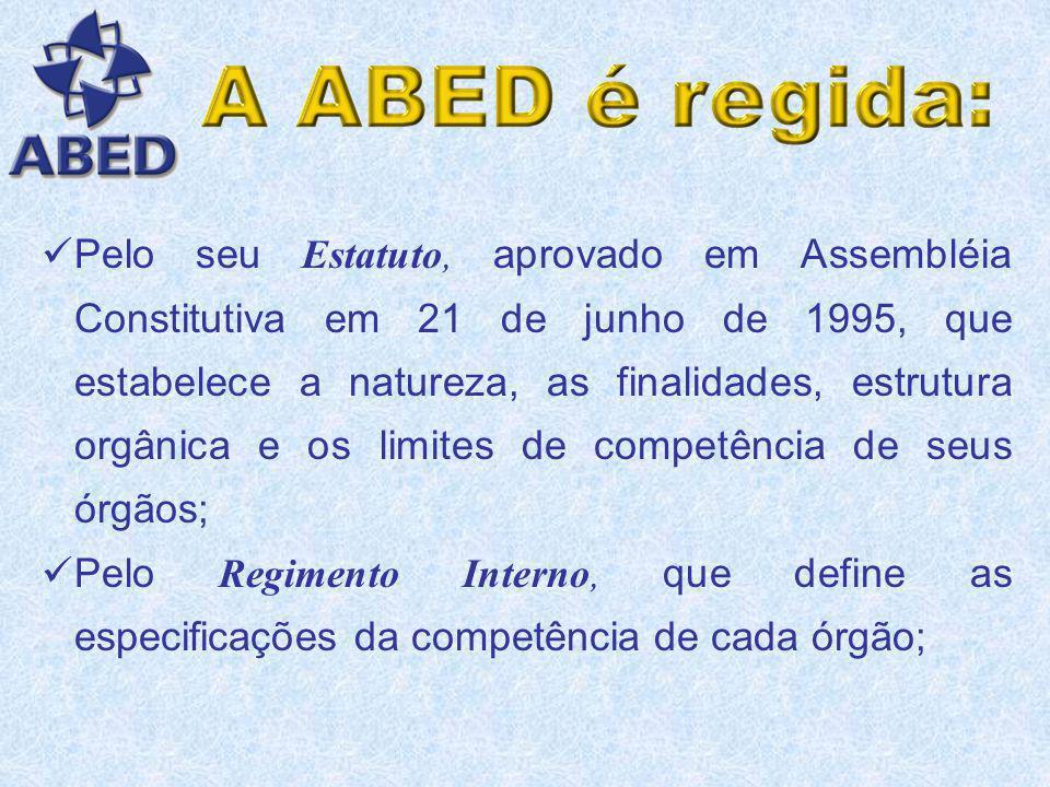 Pelo seu Estatuto, aprovado em Assembléia Constitutiva em 21 de junho de 1995, que estabelece a natureza, as finalidades, estrutura orgânica e os limites de competência de seus órgãos; Pelo Regimento Interno, que define as especificações da competência de cada órgão;