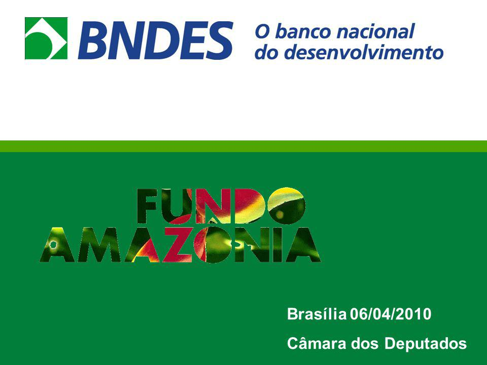 Fundo Amazônia: histórico e marcos Decreto de criação - 01/08/2008 Negociações com a receita federal para isenção de tributação sobre as doações para o Fundo Amazônia Estruturação do Fundo Gaia, para segregação e remuneração dos recursos captados, aplicados em renda fixa Mar 2009 - criação da AMA- DEFAM no BNDES Mar/2009 - Contrato de Doação com a Noruega (até 700 milhões de coroas norueguesas/USD 110 milhões) para 2009 Abr 2009- início operacional do DEFAM- Depto de Gestão do Fundo Amazônia Abr Jun- 3 encontros de escuta e brainstormings com 32 especialistas, resultados publicados em livro Ago-Set- apresentações e oficinas de orientação de proponentes em cidades e capitais dos estados da Amazônia Legal-parceria SFB e MMA.