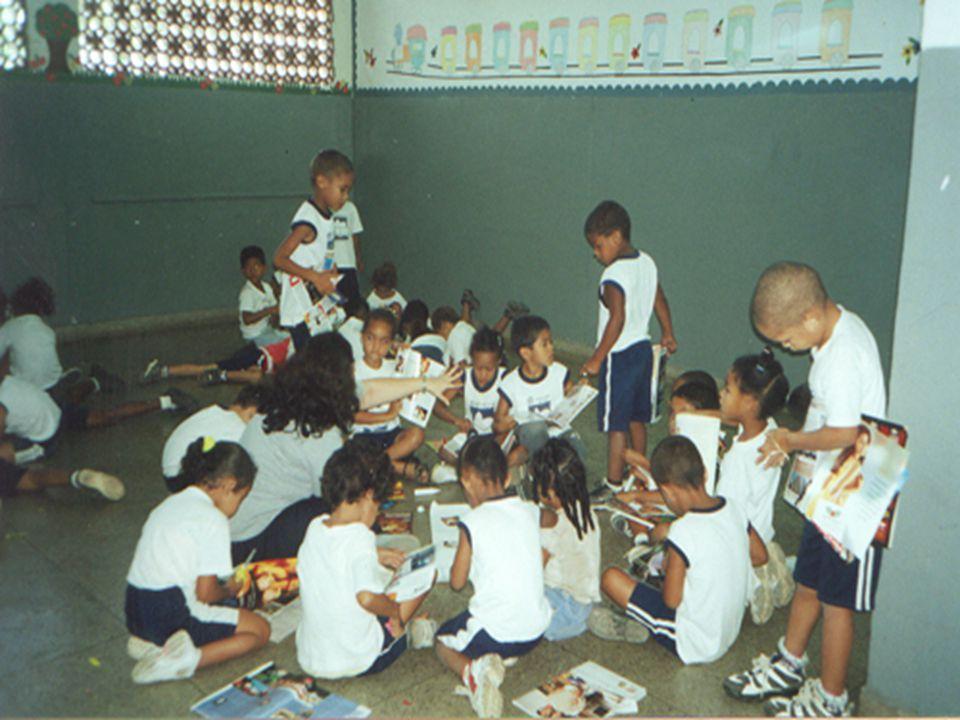 DENTESCOLA OBJETIVO GERAL n Implementar ações promotoras de saúde nos espaços de formação (creches e escolas) tendo como matriz o Projeto Político Ped