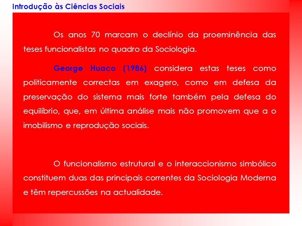 Introdução às Ciências Sociais Os anos 70 marcam o declínio da proeminência das teses funcionalistas no quadro da Sociologia. George Huaco (1986) cons