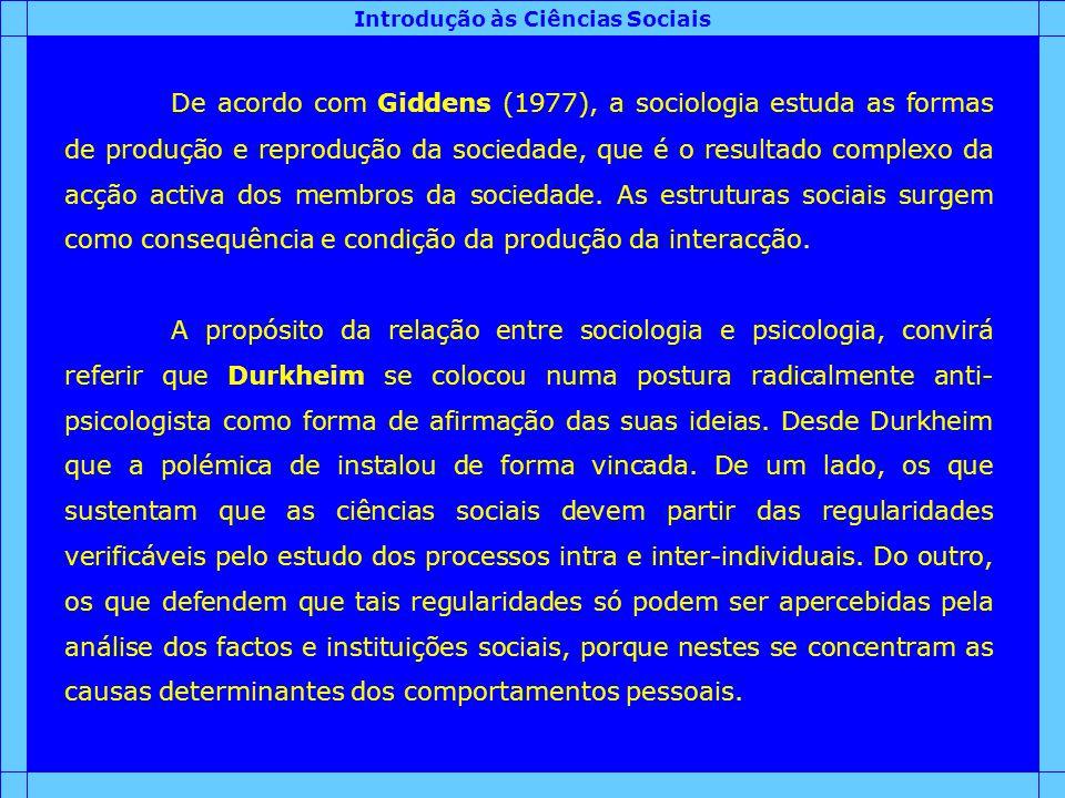 Introdução às Ciências Sociais De acordo com Giddens (1977), a sociologia estuda as formas de produção e reprodução da sociedade, que é o resultado co