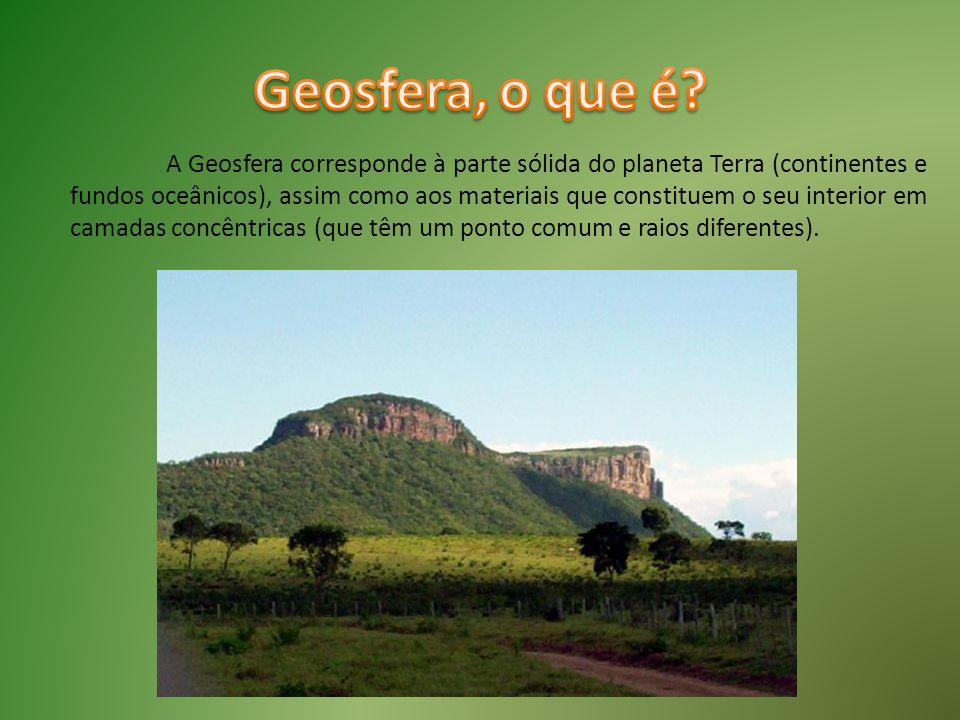 A Geosfera corresponde à parte sólida do planeta Terra (continentes e fundos oceânicos), assim como aos materiais que constituem o seu interior em cam