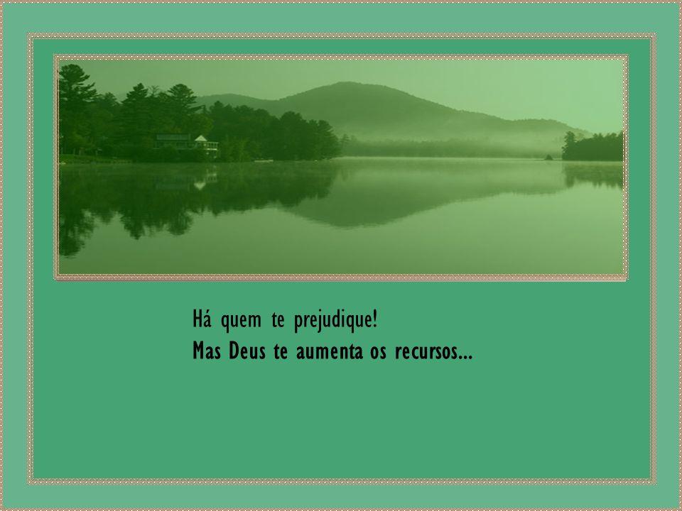 Há muita gente que te ignora... Entretanto, Deus te reconhece ! Aparece quem te abandona! Entretanto, Deus te recolhe...