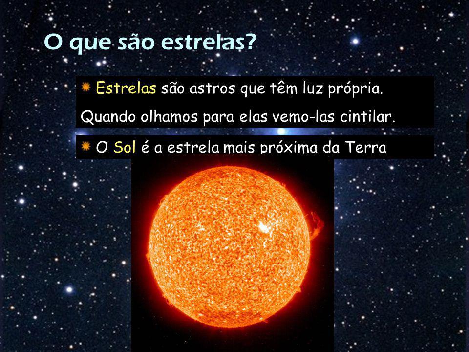 O que são estrelas? Estrelas são astros que têm luz própria. Quando olhamos para elas vemo-las cintilar. O Sol é a estrela mais próxima da Terra
