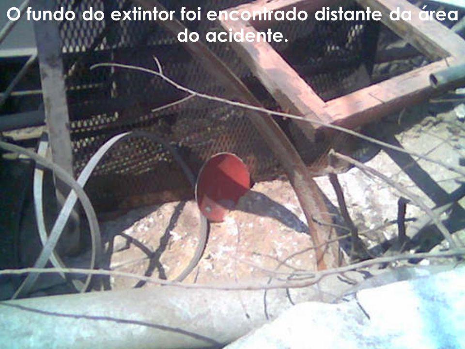 O fundo do extintor foi encontrado distante da área do acidente.