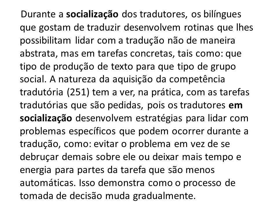 Durante a socialização dos tradutores, os bilíngues que gostam de traduzir desenvolvem rotinas que lhes possibilitam lidar com a tradução não de manei