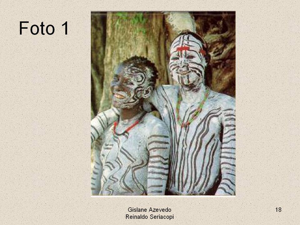 AS RELIGIÕES DA ÁFRICA Na África havia inúmeras religiões diferentes: - Existiam deuses semelhantes aos egípcios; - Havia o culto aos antepassados; - Havia o candomblé dos iorubás (que marcou a cultura brasileira) - Havia o cristianismo e o islamismo.