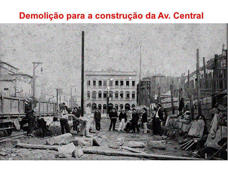 Demolição para a construção da Av. Central