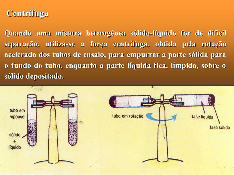 Centrífuga Quando uma mistura heterogênea sólido-líquido for de difícil separação, utiliza-se a força centrífuga, obtida pela rotação acelerada dos tu